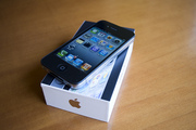 Apple iPhone 4 32GB (Brand New)